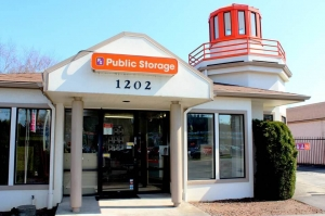 Public Storage - Portland - 1202 SE 82nd Ave - Photo 1
