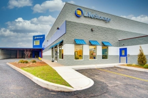 Image of Life Storage - Rochester - 1575 Marketplace Drive Facility on 1575 Marketplace Drive  in Rochester, NY - View 4
