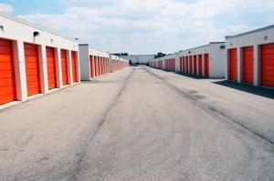 Public Storage - Dayton - 6207 Executive Blvd - Photo 2