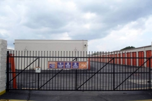Image of Public Storage - Troy - 1315 Chicago Road Facility on 1315 Chicago Road  in Troy, MI - View 4