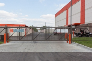 Image of Public Storage - Royal Oak - 5060 Coolidge Highway Facility on 5060 Coolidge Highway  in Royal Oak, MI - View 4