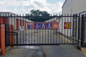 Image of Public Storage - Cincinnati - 9660 Colerain Ave Facility on 9660 Colerain Ave  in Cincinnati, OH - View 4