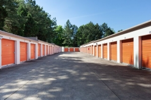 Image of Public Storage - Memphis - 4409 Summer Ave Facility on 4409 Summer Ave  in Memphis, TN - View 2