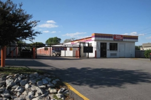 Public Storage - Huntsville - 2902 Drake Ave SW - Photo 1