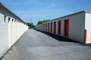 Image of Public Storage - Nashville - 424 Metroplex Drive Facility on 424 Metroplex Drive  in Nashville, TN - View 2