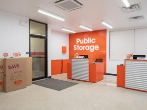 Image of Public Storage - Chicago - 5643 N Broadway St Facility on 5643 N Broadway St  in Chicago, IL - View 3