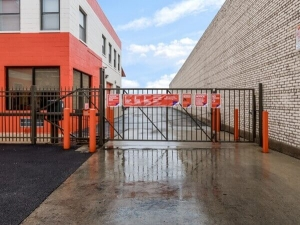 Image of Public Storage - Chicago - 5643 N Broadway St Facility on 5643 N Broadway St  in Chicago, IL - View 4