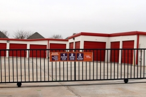 Public Storage - Edmond - 640 NW 164th St - Photo 4