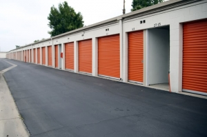Public Storage - Van Nuys - 7660 Balboa Blvd - Photo 2