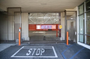 Public Storage - Los Angeles - 3636 Beverly Blvd - Photo 4