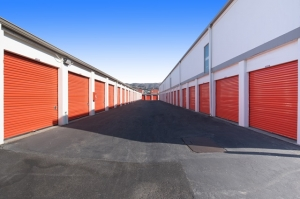 Public Storage - South San Francisco - 160 S Spruce Ave - Photo 2