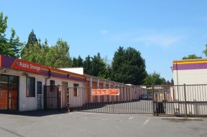 Image of Public Storage - Tigard - 13473 SW Pacific Hwy Facility on 13473 SW Pacific Hwy  in Tigard, OR - View 4