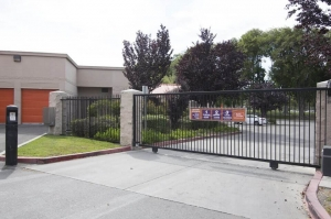 Public Storage - Sunnyvale - 1060 Stewart Drive - Photo 4