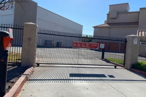 Image of Public Storage - Sunnyvale - 1060 Stewart Drive Facility on 1060 Stewart Drive  in Sunnyvale, CA - View 4