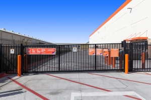 Public Storage - Huntington Park - 6911 S Alameda St - Photo 4