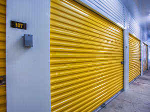 Image of Storage Rentals of America - Waterford Facility on 6535 Highland Road  in Waterford Township, MI - View 3