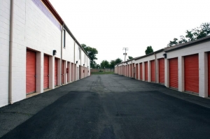 Public Storage - Falls Church - 5819 Columbia Pike - Photo 2