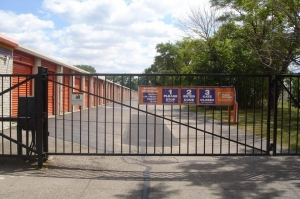 Image of Public Storage - Madison Heights - 29250 John R. Road Facility on 29250 John R. Road  in Madison Heights, MI - View 4