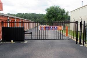 Image of Public Storage - Richmond - 7020 Jefferson Davis Hwy Facility on 7020 Jefferson Davis Hwy  in Richmond, VA - View 4