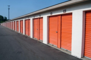 Image of Public Storage - Waterford - 2745 Dixie Hwy Facility on 2745 Dixie Hwy  in Waterford, MI - View 2