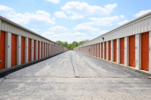 Image of Public Storage - Alsip - 4849 W 115th Street Facility on 4849 W 115th Street  in Alsip, IL - View 2