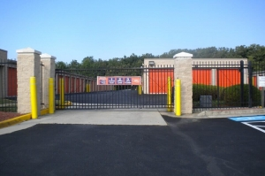 Image of Public Storage - Woodbridge - 13798 Telegraph Rd Facility on 13798 Telegraph Rd  in Woodbridge, VA - View 4