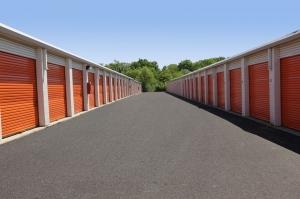 Image of Public Storage - Aurora - 945 N Farnsworth Ave Facility on 945 N Farnsworth Ave  in Aurora, IL - View 2