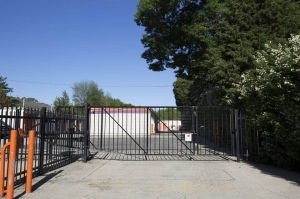 Public Storage - Carpentersville - 243 North Western Ave - Photo 4