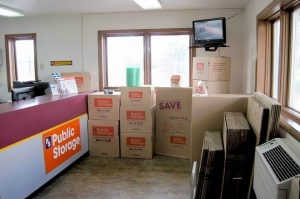 Image of Public Storage - Milwaukee - 6049 N 77th Street Facility on 6049 N 77th Street  in Milwaukee, WI - View 3
