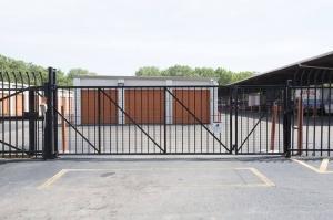 Image of Public Storage - Chicago - 939 E 95th Street Facility on 939 E 95th Street  in Chicago, IL - View 4