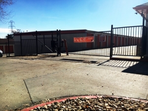 Image of Public Storage - Englewood - 4550 S Federal Blvd Facility on 4550 S Federal Blvd  in Englewood, CO - View 4