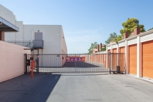 Image of Public Storage - Las Vegas - 5925 W Flamingo Rd Facility on 5925 W Flamingo Rd  in Las Vegas, NV - View 4