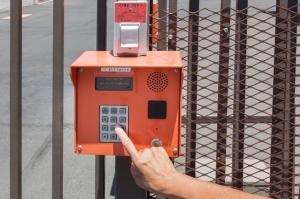 Public Storage - Phoenix - 2421 N Black Canyon Hwy - Photo 5
