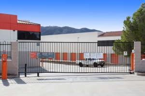 Image of Public Storage - Tujunga - 6400 Foothill Blvd Facility on 6400 Foothill Blvd  in Tujunga, CA - View 4