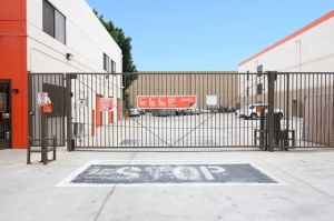 Public Storage - Los Angeles - 4002 N Mission Rd - Photo 4
