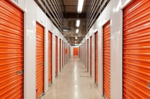 Public Storage - Los Angeles - 6840 Santa Monica Blvd - Photo 2