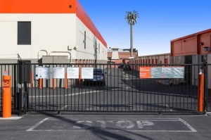 Image of Public Storage - Los Angeles - 5741 W Jefferson Blvd Facility on 5741 W Jefferson Blvd  in Los Angeles, CA - View 4