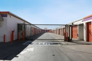 Public Storage - Sun Valley - 11838 Sheldon Street - Photo 4