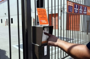Public Storage - Los Angeles - 3821 Jefferson Blvd - Photo 5
