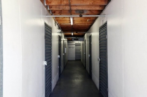 Public Storage - Los Angeles - 3821 Jefferson Blvd - Photo 2