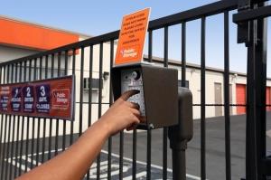 Public Storage - Anaheim - 4880 E La Palma Ave - Photo 5