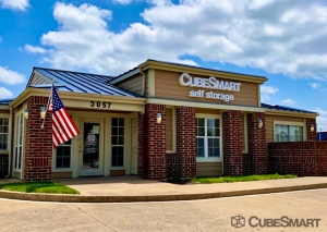 Image of CubeSmart Self Storage - TX Arlington S Cooper Street Facility on 3057 South Cooper Street  in Arlington, TX - View 2