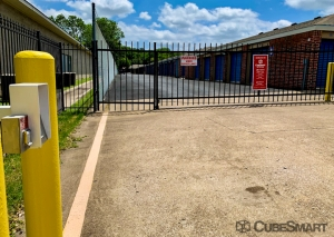 Image of CubeSmart Self Storage - TX Arlington S Cooper Street Facility on 3057 South Cooper Street  in Arlington, TX - View 4