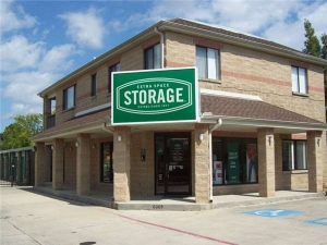 Image of Extra Space Storage - Metairie - Airline Dr Facility at 6005 Airline Drive  Metairie, LA