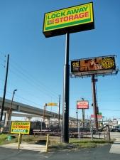 Image of Lockaway Storage - Northwest Facility on 5601 Northwest Loop 410  in San Antonio, TX - View 4