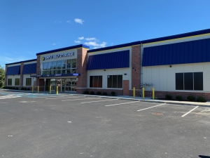 Simply Self Storage - 670 Jericho Turnpike - Huntington Station - Photo 3