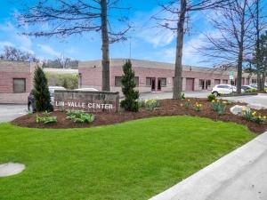 Lin Valle Center - Photo 1