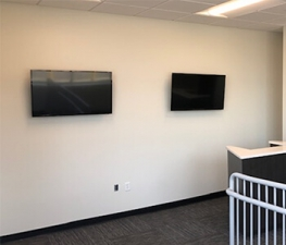 Image of Store Space Self Storage - #1035 Facility on 1612 West Broadway  in Louisville, KY - View 3