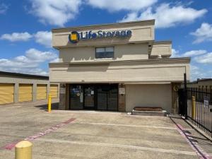 Image of Life Storage - Garland - 4114 Broadway Boulevard Facility on 4114 Broadway Boulevard  in Garland, TX - View 3