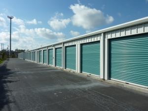 Image of North Loop Self Storage Facility on 1440 North Loop  in Houston, TX - View 2